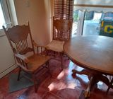 Beautiful Oak Dining room Table and 6 x chairs  and also a centre piece to extend table for sale