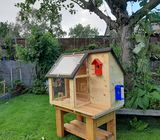 Birdhouse/Bird Feeding Station