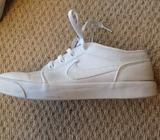 Nike canvas trainers size 9