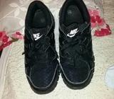Nike free lightweight runners trainers black white 5